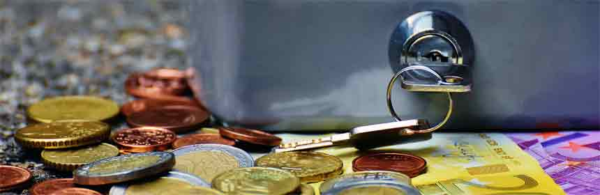 Geld und Schlüssel